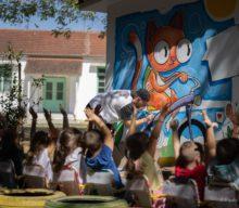 Γκράφιτι στους τοίχους του Νηπιαγωγείου Φλαμουλίου φιλοτέχνησαν οι μαθητές του με τον Αλέξη Κισκίνη